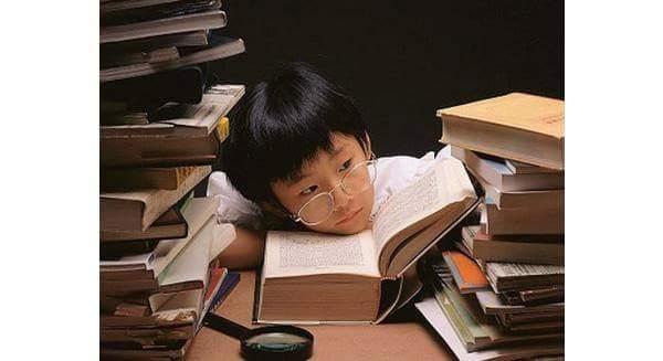 HƯỚNG NỘI KHÔNG PHẢI LÀ NHÚT NHÁT  Bill Gates trầm lặng và có vẻ mọt sách, nhưng không hề cảm...