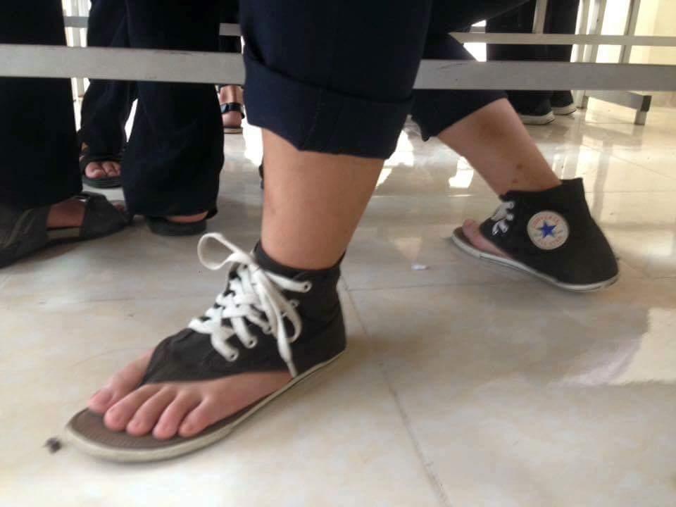 Dép hay giày? :v