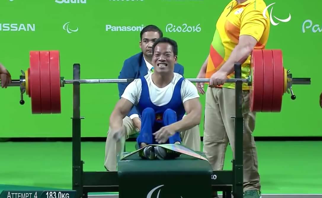 Lực sĩ Lê Văn Công phá kỷ lục Paralympic, đem về tấm HCV lịch sử cho thể thao Việt Nam !!! Xin...