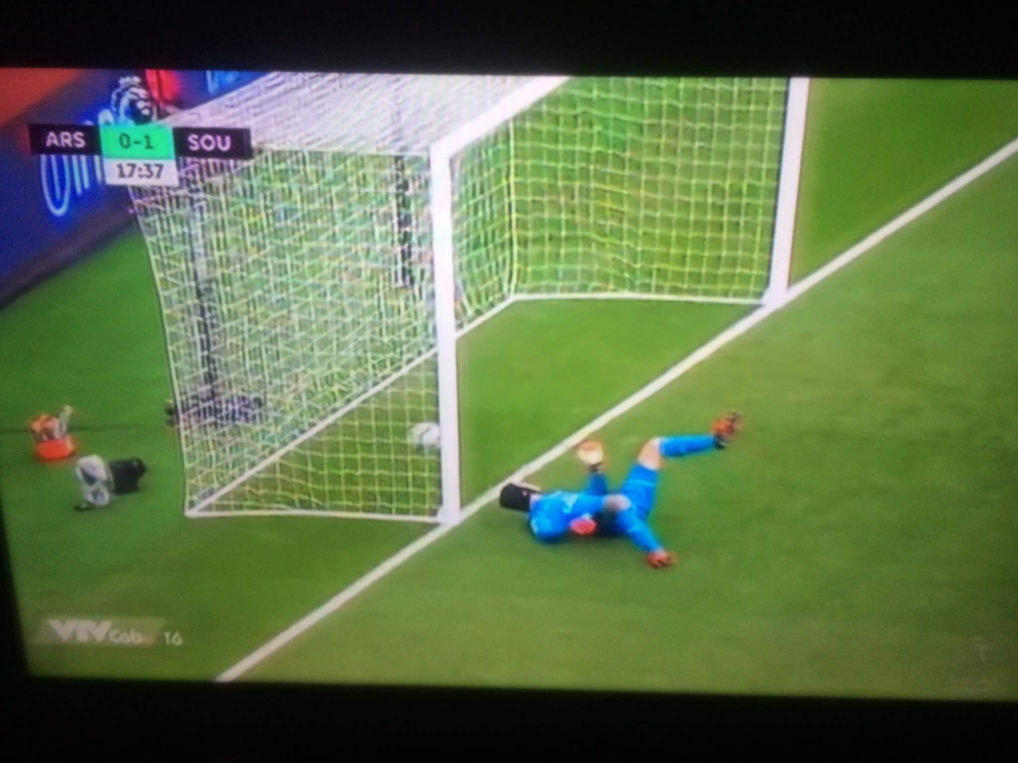 VÀOOOOOOO.........bóng đập lưng Cech vào lưới, Arsenal ngậm trái đắng