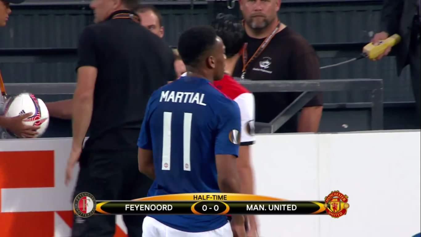 Hiệp 1 trận Feyenoord - M.U không có bàn nào được ghi. Nói chung là cũng không có gì đáng nói...