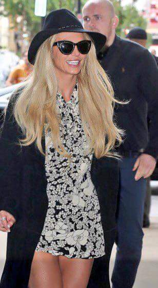 September 28: Britney arriving to BBC radio today in