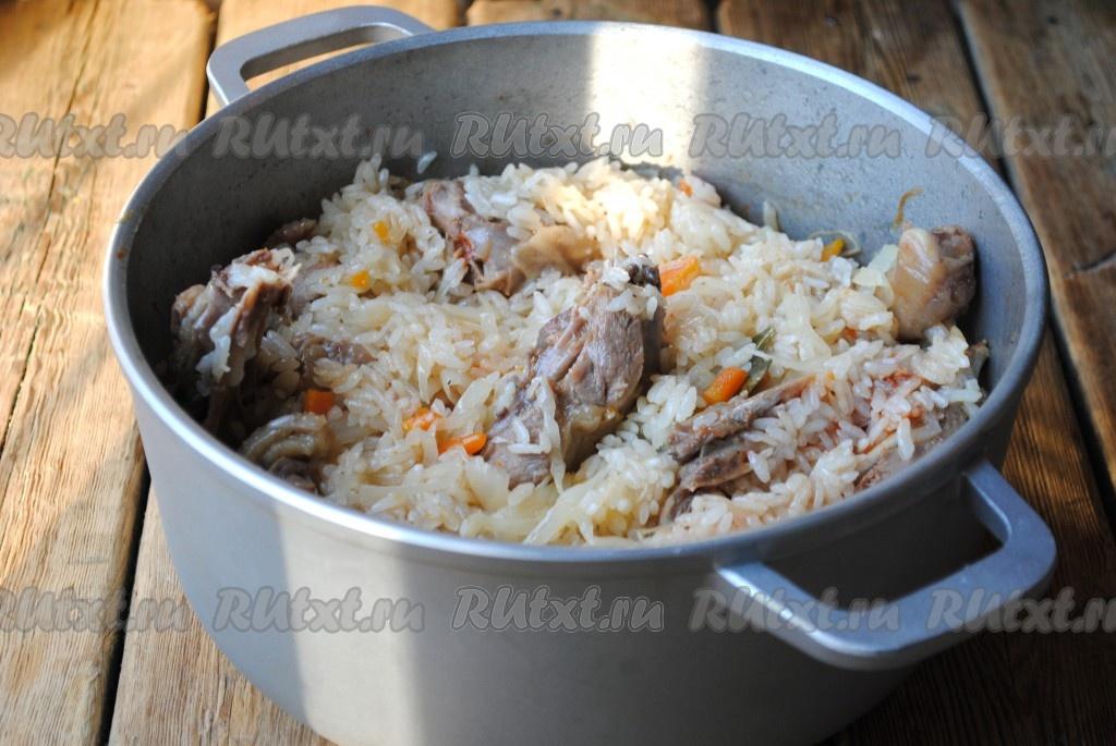 Потушить капусту с фаршем и рисом