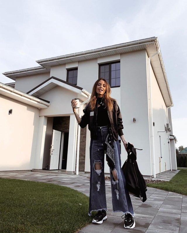 По-богатому: новый особняк Нади Дорофеевой и Владимира Дантеса - фото 455107