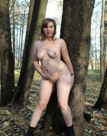 Голая Оксана в лесу