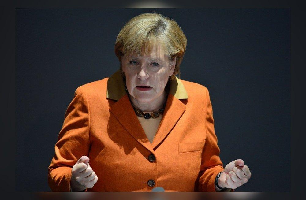 Голая ангелами меркель