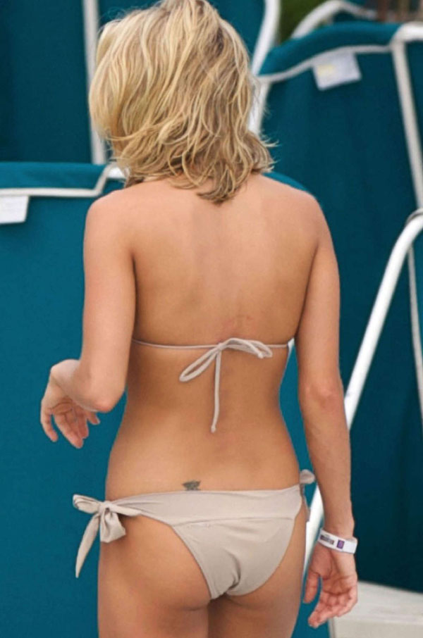 Carrie Underwood sexiest pictures from her hottest photo shoots. (26)