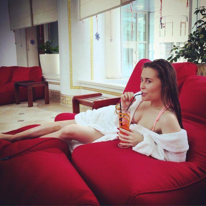 Юлия Михалкова фото в халате