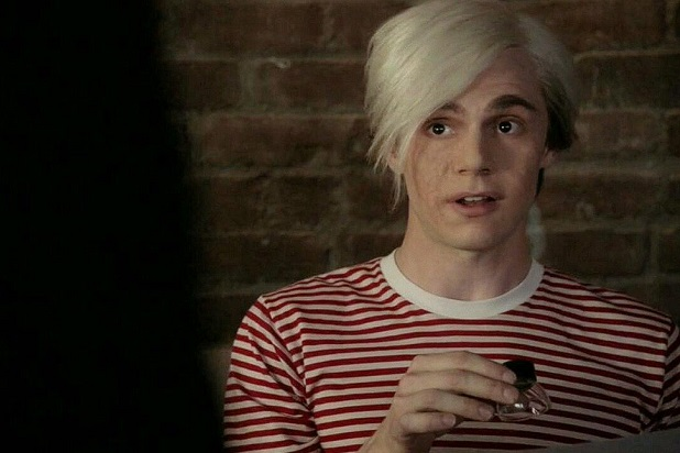 http://res.cloudinary.com/dzlpunss9/image/upload/v1581761560/american-horror-story-cult-evan-peters-characters-andy-warhol.jpg