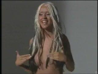 Christina aguilera niple