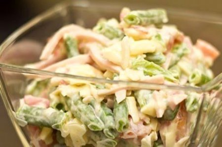 Салат с ветчиной и зеленой фасолью