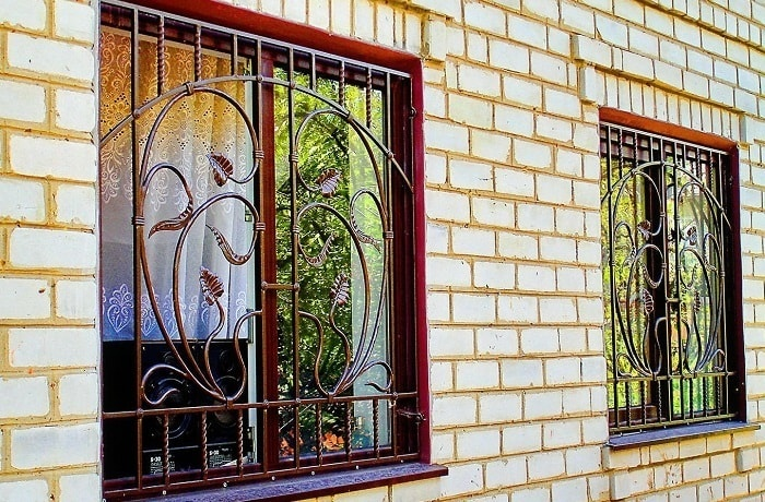 Профиль для установки металлических решеток на окна