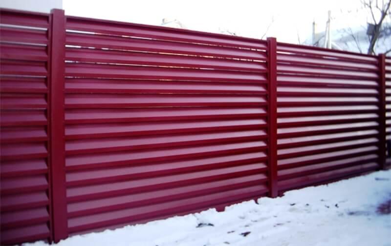 забор - zabor zhalyzi iz metalla ve4zud - Забор для коттеджного городка