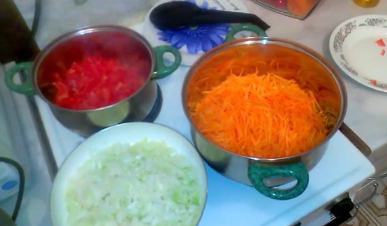 Салат на зиму из капусты помидор моркови