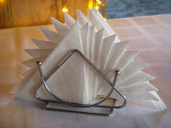 Красиво сложить салфетки на стол