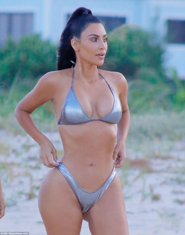 Kim Kardashian Sexy Pictures-min