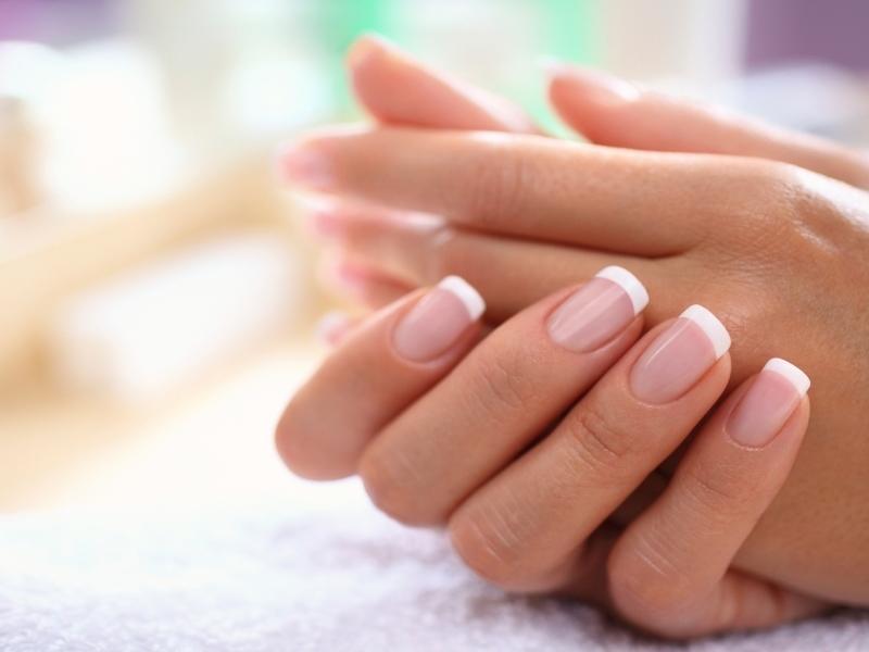 Миндальное масло поможет в ускорении роста волос, а также размягчит кутикулу