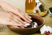 what makes fingernails curl