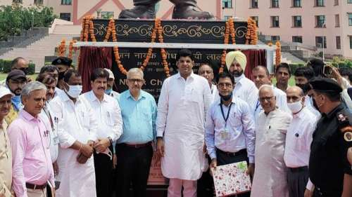 Dushyant Chautala unveils Devi Lal's statue, his cousin 'purifies' it with Ganga water
