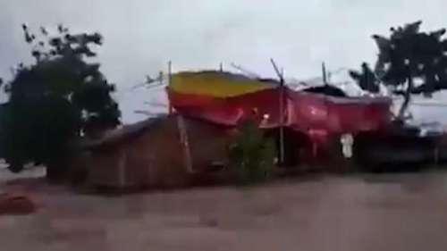 Bihar Flood: चारों तरफ से बाढ़ से घिरे घर में संपन्न हुई अनोखी शादी, वीडियो वायरल
