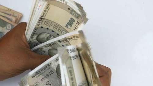 नोटबंदी के बाद अगर किसी Housewife ने 2.5 लाख तक नकद जमा किए, तो नहीं लगेगा टैक्स