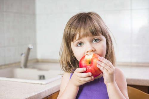 बच्चों को हर रोज दें एक सेब