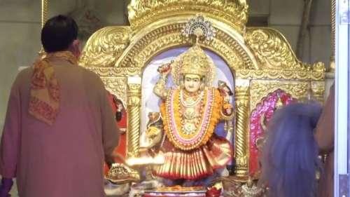 नवरात्र के चौथे दिन कुष्मांडा देवी की पूजा, मंदिर में भक्तों का तांता