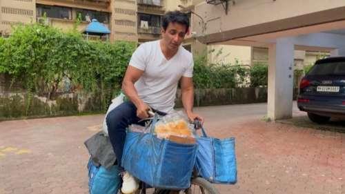 Sonu Sood ने शुरू किया नया 'बिजनेस', ब्रेड और अंडे बेचते आए नजर
