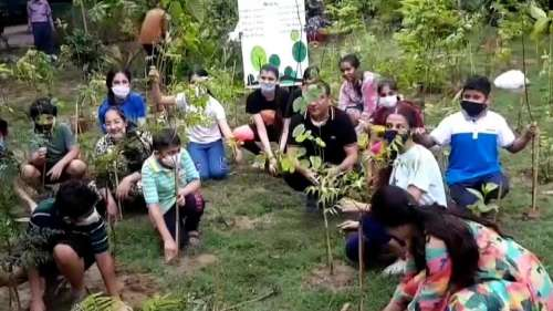 Children attempt to create a 'Micro-Oxygen chamber' in Ludhiana, plant 750 samplings