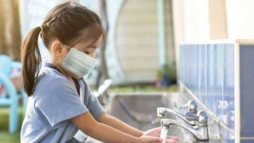 खास तौर पर बच्चों को ही प्रभावित नहीं करेगी कोरोना की तीसरी लहर,IAP ने जारी की गाइडलाइंस