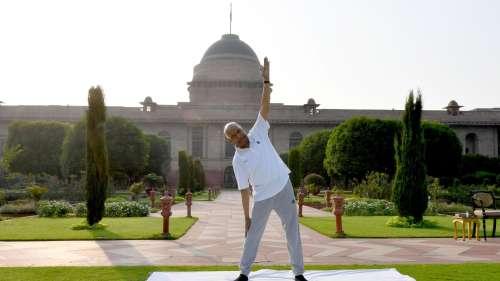 International Yoga Day: राष्ट्रपति-उपराष्ट्रपति से लेकर केंद्रीय मंत्रियों तक ने किया योग