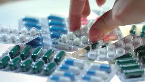 कोरोना के इलाज की नई गाइडलाइंस- आइवरमेक्टिन, फ़ैबीफ्लू, ज़िंक, विटामिन समेत कई दवाएं हटीं