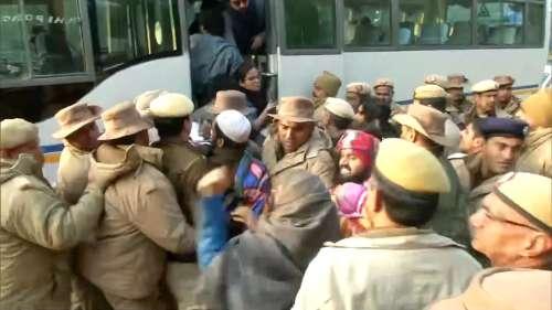जामिया फायरिंग: पुलिस मुख्यालय से छात्रों को हिरासत में लिया गया