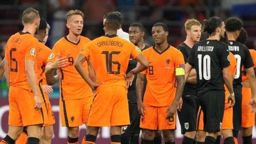 Dutch qualify for last 16