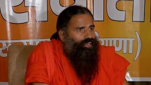 SC पहुंचे योग गुरू रामदेव, Allopathy पर की गईटिप्पणी को लेकर दर्ज मुकदमों को एक साथ करने की मांग