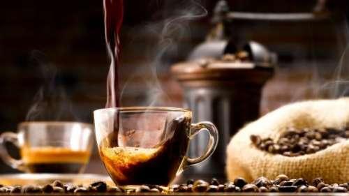 ज्यादा कैफीन पीने से जा सकती है आंखों की रोशनी, स्टडी में दावा