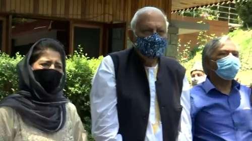 Farooq Abdullah, Mehbooba Mufti decide to attend PM's Kashmir meeting after Gupkar huddle