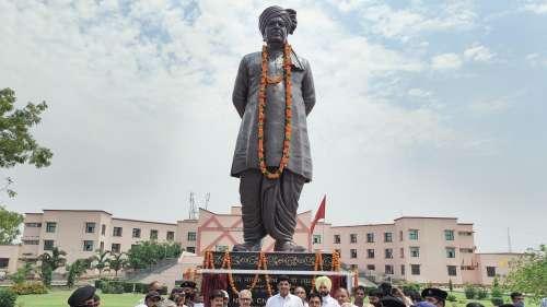 Haryana News: दुष्यंत ने देवीलाल की प्रतिमा का उद्घाटन किया, चचेरे भाई ने गंगाजल से धोया !