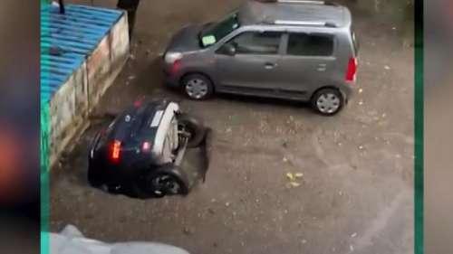 VIRAL VIDEO: कड़ी मशक्कत के बाद बाहर निकाली गई कुएं में गिरी कार