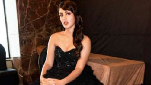 Father's Day 2021: Rhea Chakrabortypens emotional notefor dad, says I'm sorry times have been tough