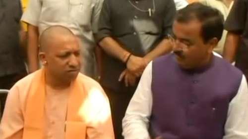 Yogi visits Maurya: साढे़ 4 साल में पहली बार डिप्टी सीएम के घर पहुंचे योगी, सियासी हलचल तेज