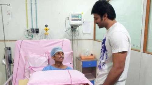 प्रभास ने दिखाई दरियादिली, कैंसर से जूझ रहे फैन से मिलने पहुंचे अस्पताल