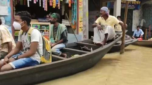 भारी बारिश से पश्चिमी मिदनापुर में बने बाढ़ जैसे हालात, नौका बना यातायात का एकमात्र साधन
