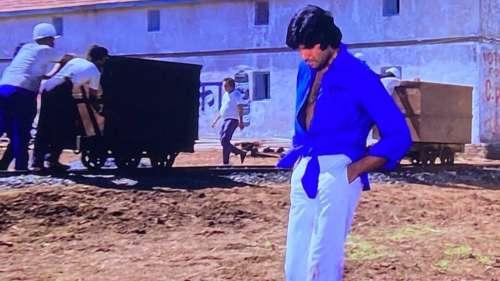 Amitabh Bachchan ने सोशल मीडिया पर फैंस को बताया फिल्म 'दीवार' से जुड़ा ये दिलचस्प किस्सा