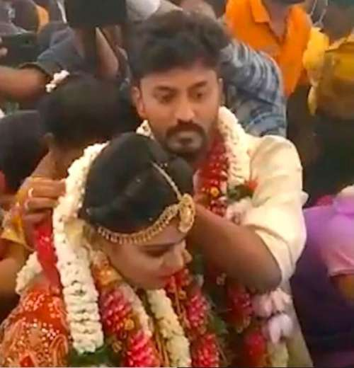 Couple marries mid-air