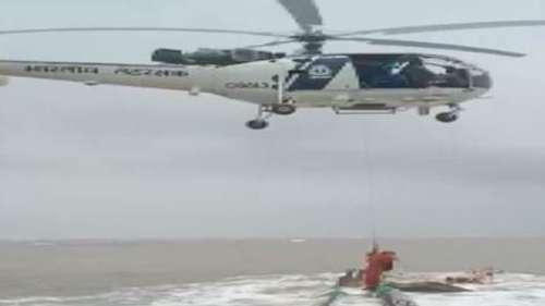 Indian Coast Guard ने आंशिक रूप से डूबे मालवाहक जहाज से सभी को सुरक्षित निकाला