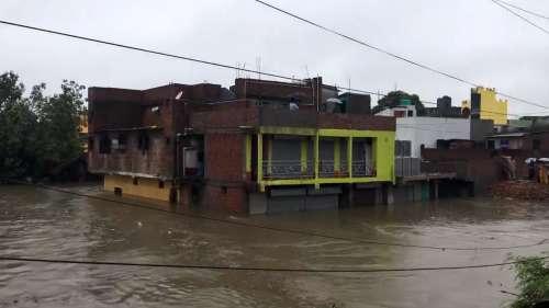 West Bengal Flood: आसनसोल के कई इलाके जलमग्न, सड़कों पर पानी भरा और गांवों में बाढ़