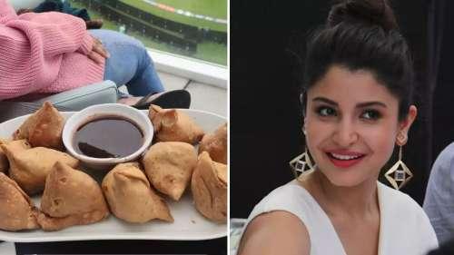 भारत और न्यूजीलैंड मैच के बीच अनुष्का शर्मा एन्जॉय कर रही हैं समोसे