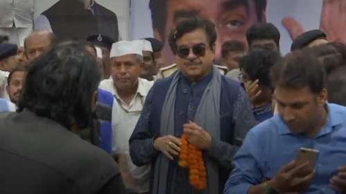 Shatrughan Sinha slams alleged manhandling of Priyanka