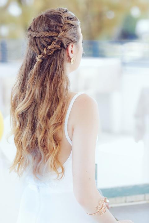עינב בר מאפרת ומעצבת שיער לכלות